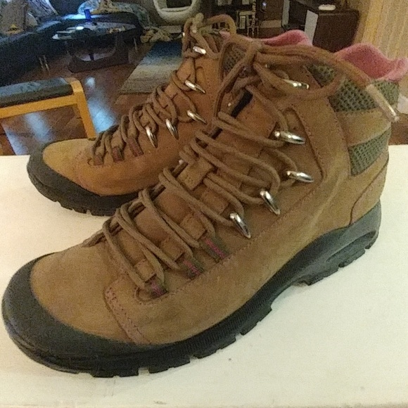 066657de5e4 Cole Haan Nike Air Leather Hiking Boots Size 7
